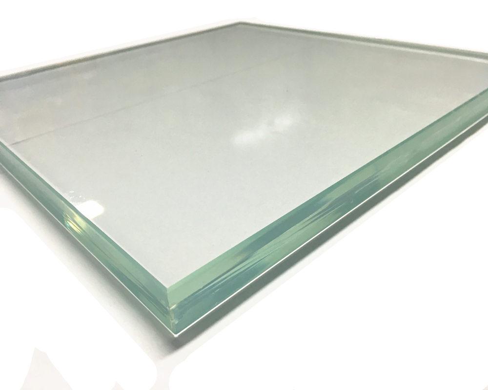 شیشه لمینت، از دو یا چند لایه شیشه که بینشان لایه های طلقی از جنس پلی وینیل بوتیرات قرار دارد، تشکیل شده است. ساخت شیشه لمینت در چند مرحله انجام می شود که