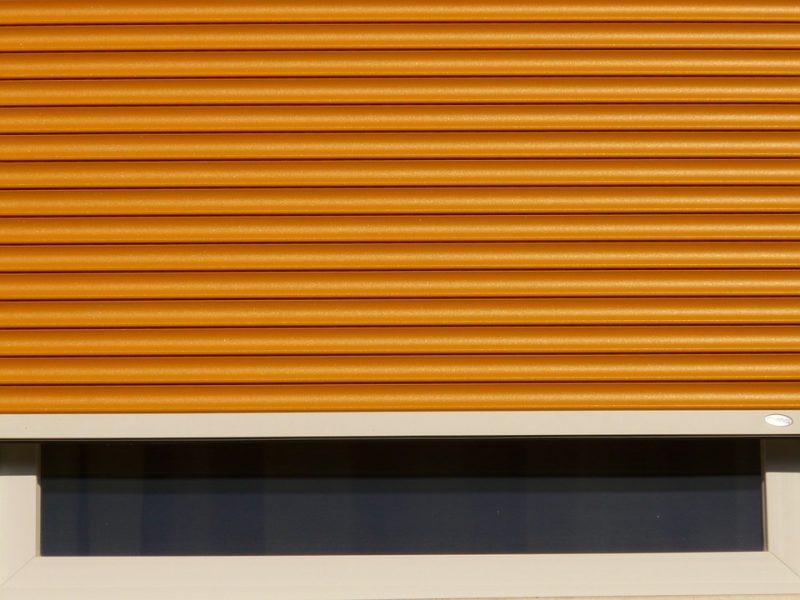 کرکره ها برای ایمن ساختن مغازه ها کاربرد داشت، اما امروزه کرکره برقی شرایطی را فراهم کرده است تا هرکسی برای هرجایی که لازم می بیند که ایمن سازی کند، بدون هیچ محدودیتی از آن استفاده کند. کرکره برقی انواع و کاربردهای زیاد داشته و به دنبال آن دارای مزایای بسیاری می باشد.