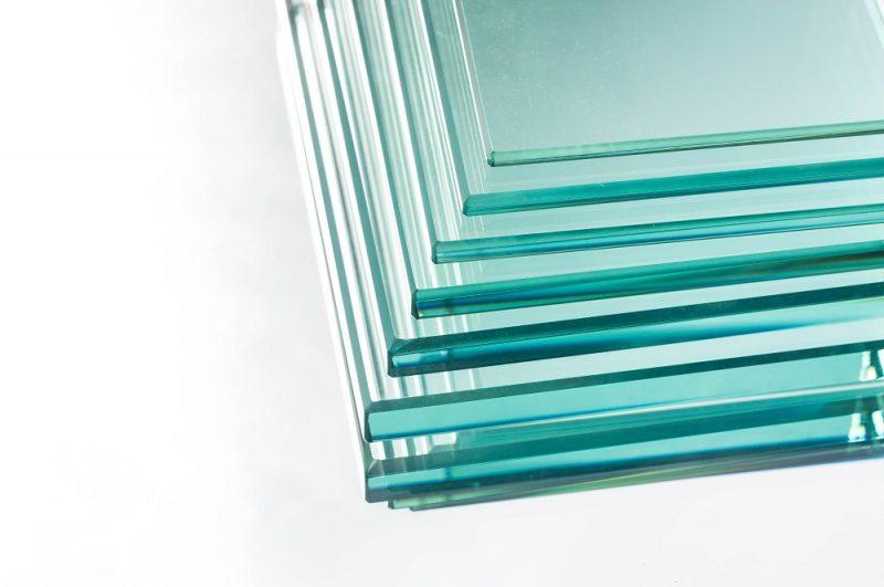 با توجه به کاربردهای زیاد شیشه ها، ایمن بودن آن ها دارای اهمیت بسیاری می باشد. شیشه سکوریت و شیشه لمینت ، خیال مشتری را از این بابت آسوده کرده است.